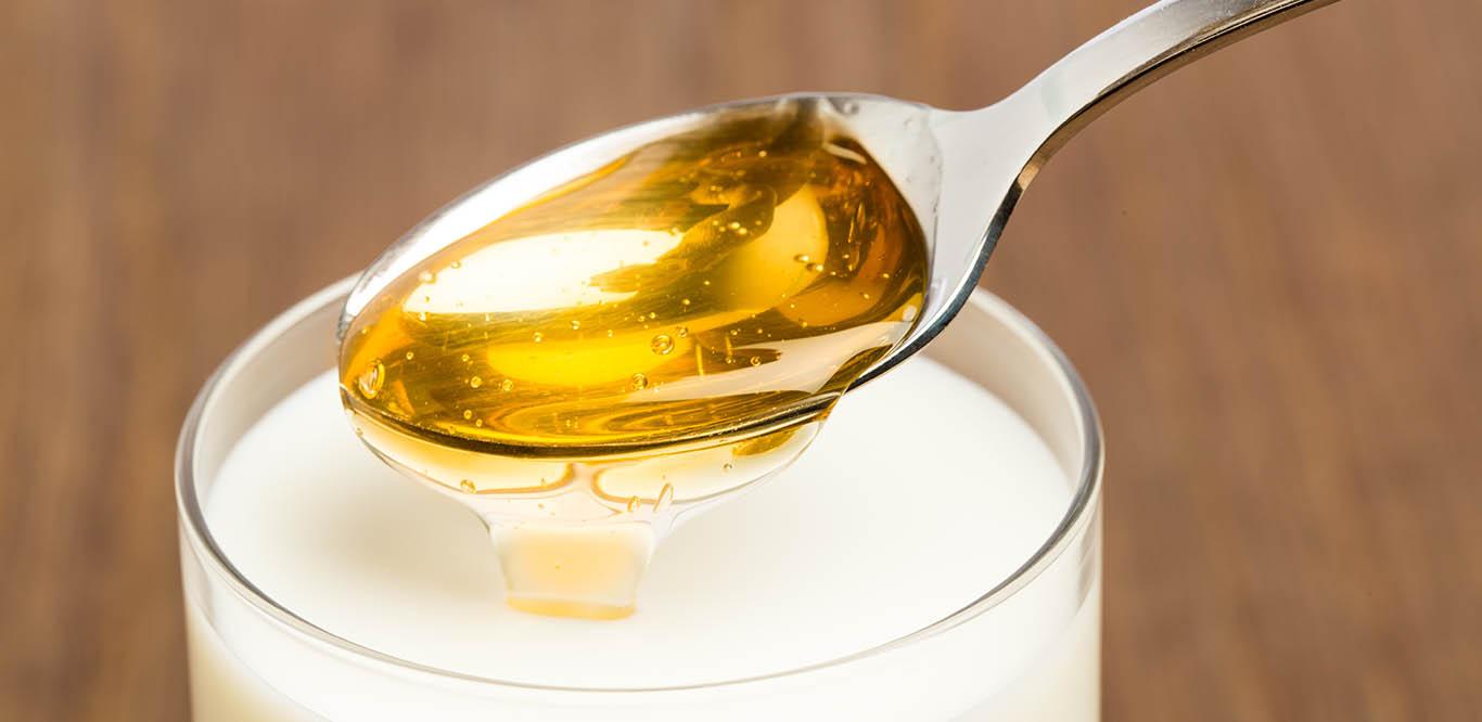 Esslöffel mit Honig